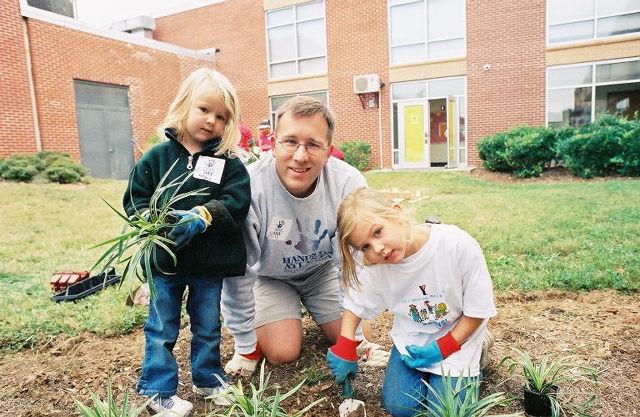 BLOG-DM-5-Ways-to-teach-your-kids-to-be-grateful.jpg